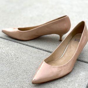 STUART WEITZMAN patent leather kitten heels beige